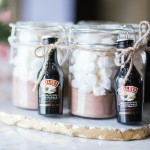 Hot chocolate + baileys kind of day ☕️ Sharing this super cute DIY hostess gift on theworkinggirl.ca today #moretocome (Photo: @studio86design)