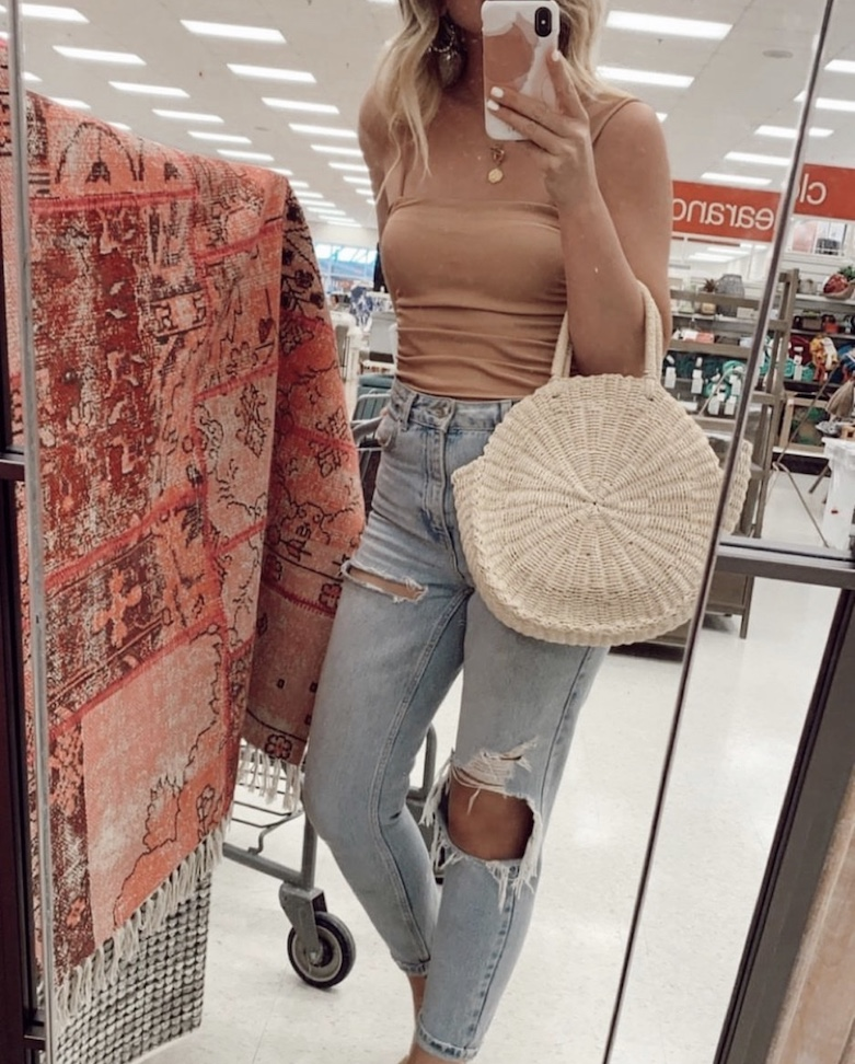 Lifestyle blogger Sydney Socias shares her strategy for shopping on a budget at HomeSense